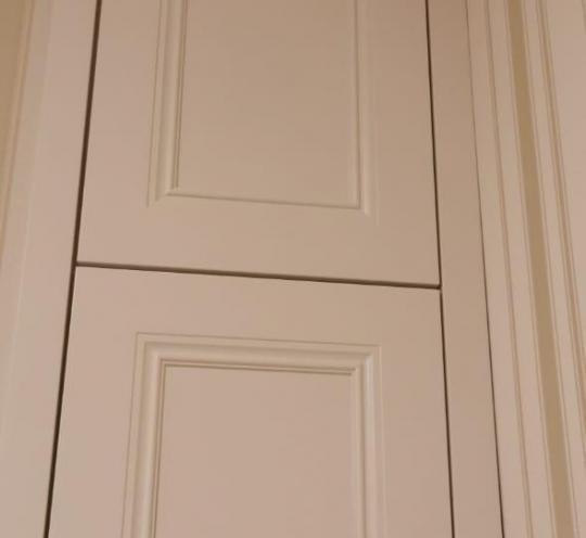 Встроенный шкаф с декором фасада