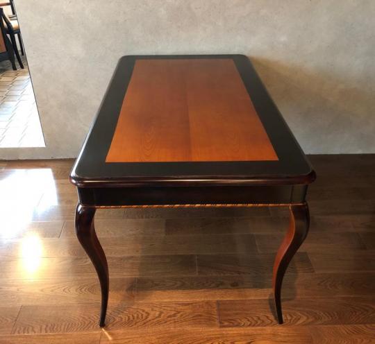 Декоративный стол для оформления интерьера дома и квартиры