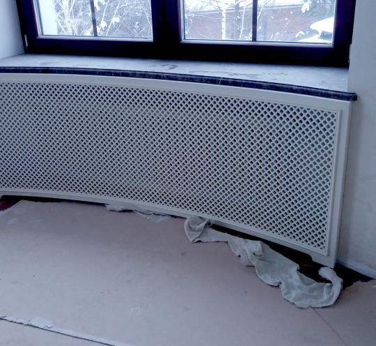 Декоративный экран закругленной формы для радиатора