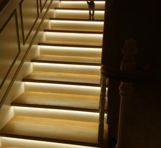 Лестница с декоративными элементами
