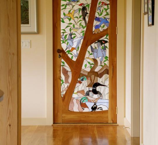 Межкомнатные двери для дома с витражным стеклом