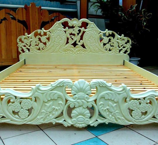Шикарная резная кровать