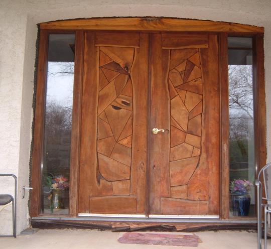 Двухстворчатая входная дверь «под старину» для частного дома