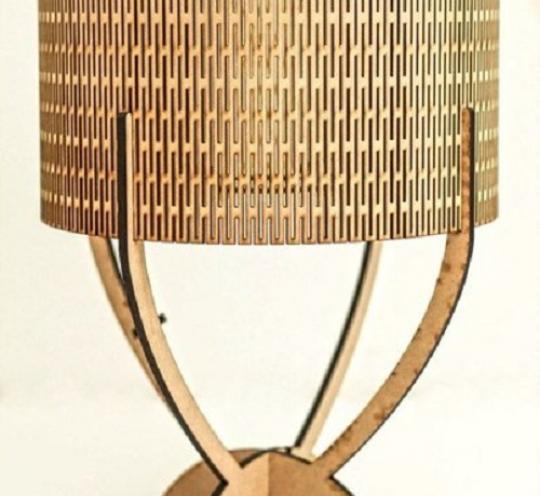 Настольная деревянная лампа