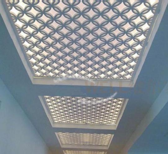 Стильные резные панели для декора потолка