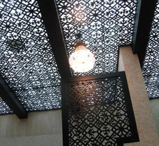 Потолок из ажурных панелей