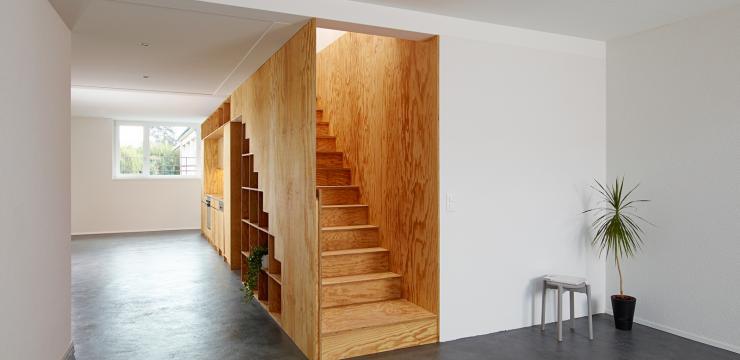 Оригинальная одномаршевая лестница в стиле шале