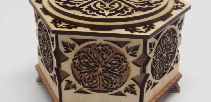 Необычная резная шкатулка – шестигранник