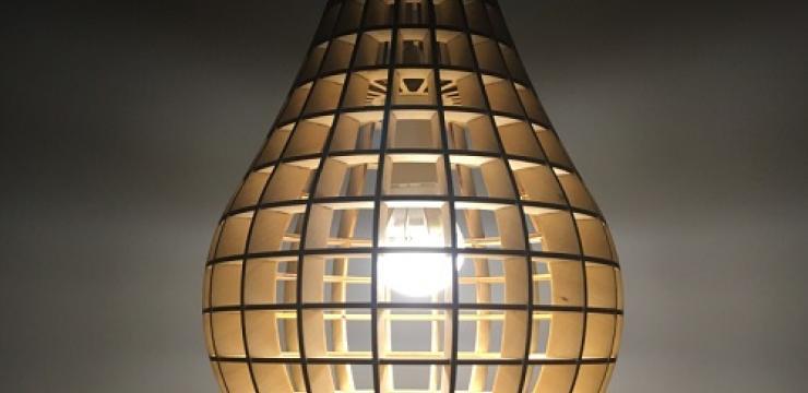 Креативный потолочный светильник из дерева