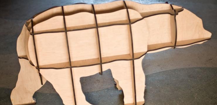 Объемная фигура медведя из дерева для интерьера