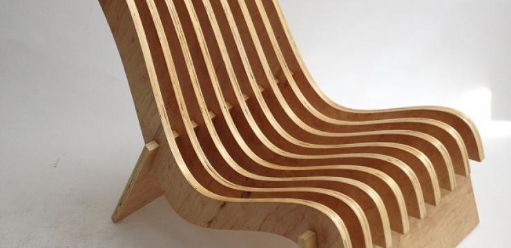 Стильное деревянное кресло для отдыха