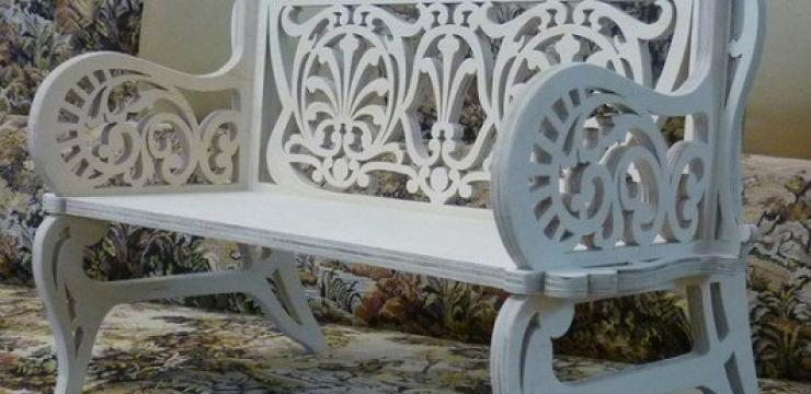 Резная скамейка для отдыха