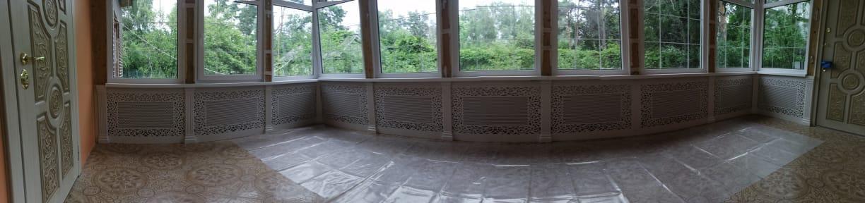 Декоративные экраны на батареи отопления веранды дома