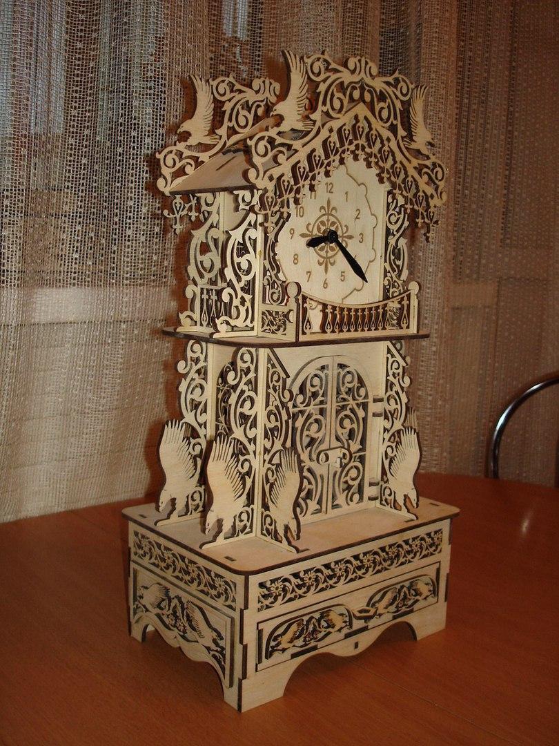Шикарные деревянные часы