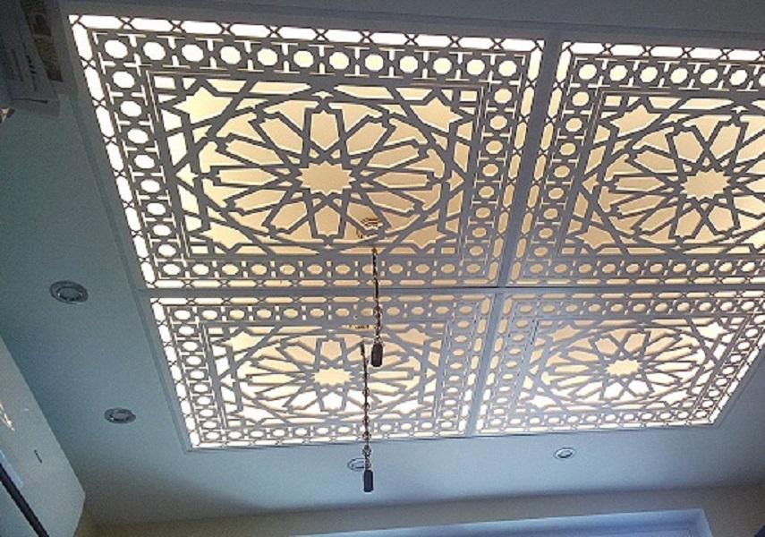 Стильная декоративная вставка для потолка