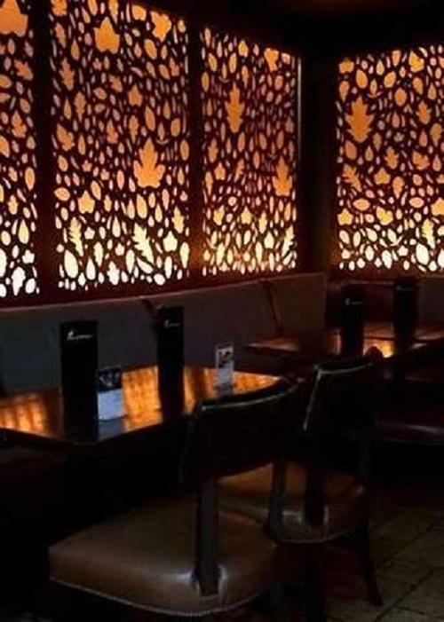 Витражное оформление стен ресторана