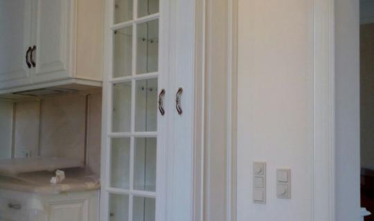 Шкаф на кухню деревянный